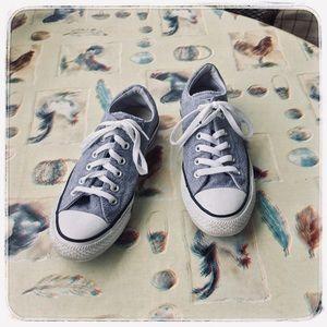 Converse CTAS Madison Ox tennis shoe.